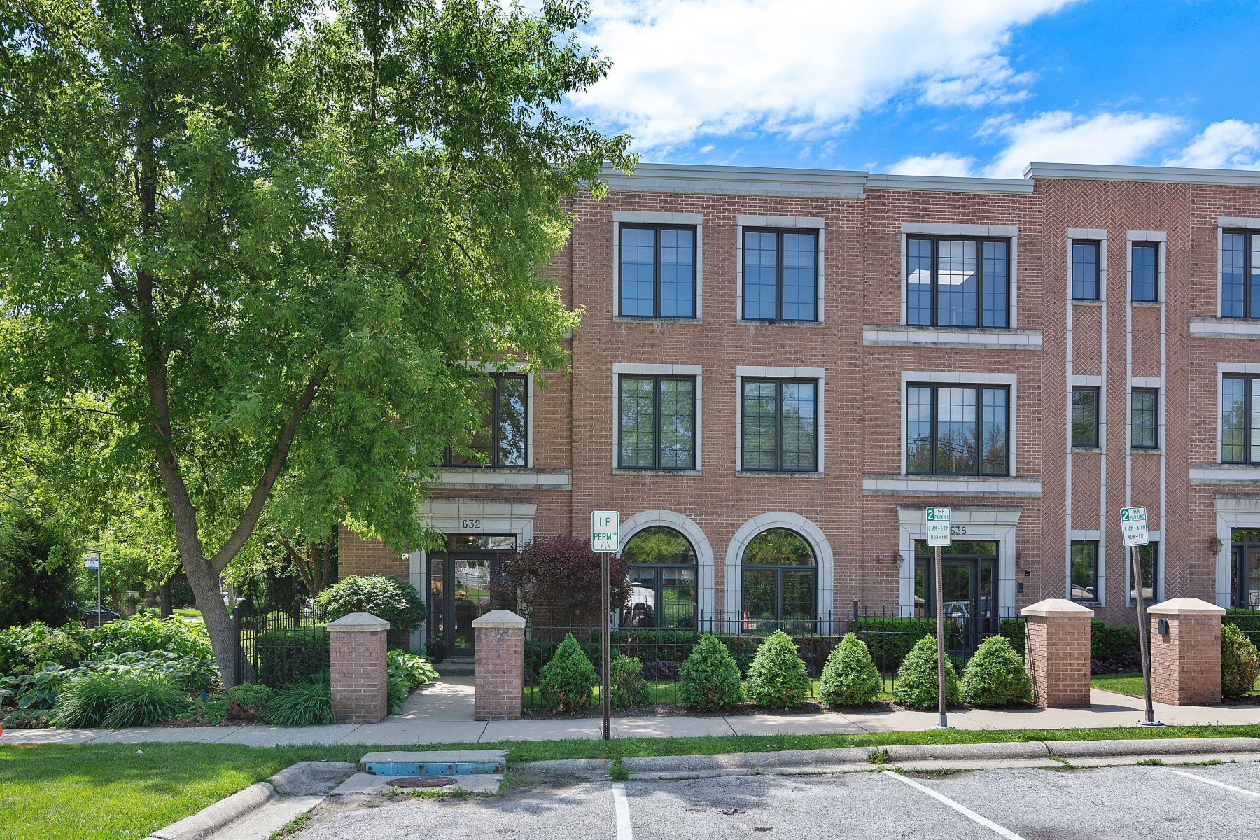 Single Family Homes for Active at Custom Built Townhome 632 La Salle Place Unit D Highland Park, Illinois 60035 United States