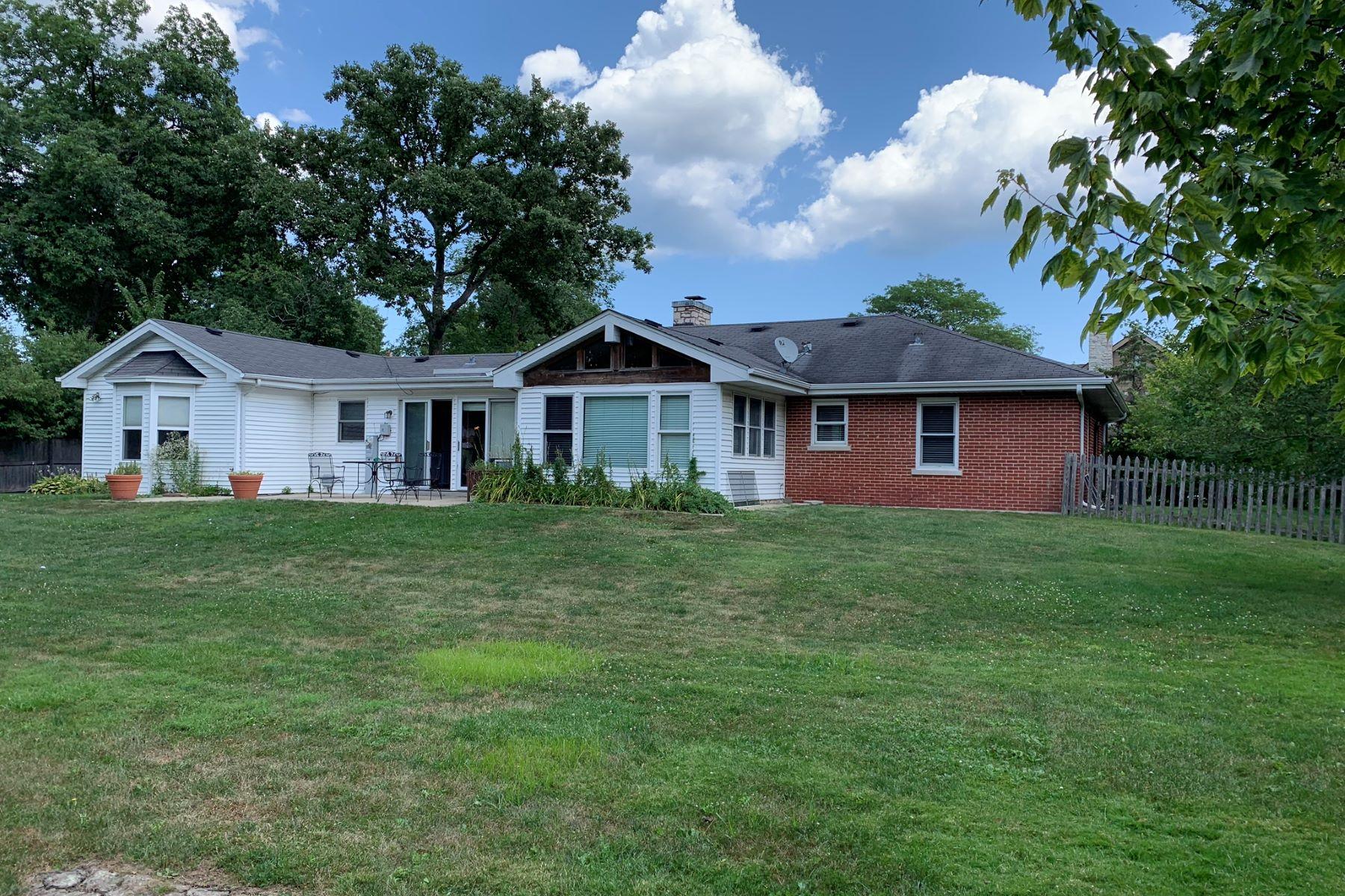 Single Family Homes por un Venta en Beautiful Sun Drenched Lot. 636 Coronet Road Glenview, Illinois 60025 Estados Unidos