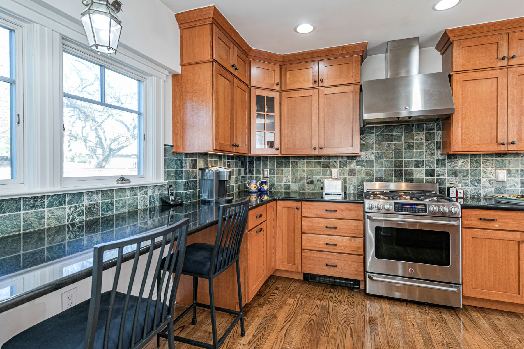 Additional photo for property listing at Glorious In-Town Living, Without Compromise 122 Moore Street, Princeton, New Jersey 08540 United States