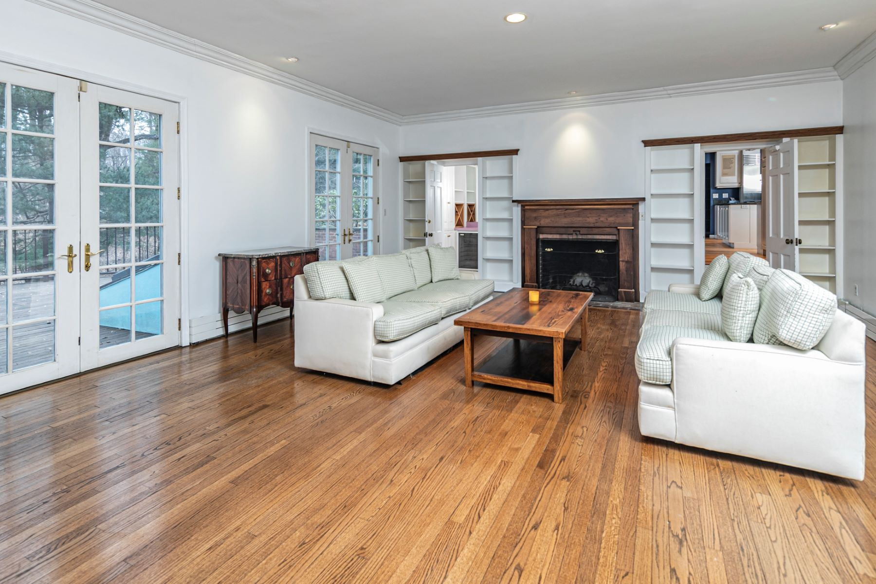 Additional photo for property listing at Gracious and Spacious Western Section Gem 213 Constitution Drive, Princeton, Nueva Jersey 08540 Estados Unidos