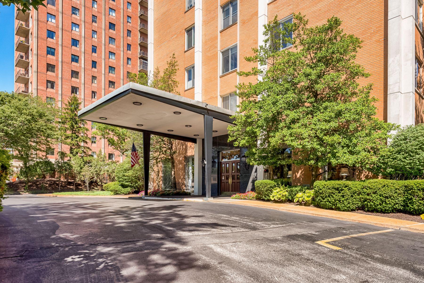 Condominiums for Sale at Charming Clayton Condo 900 South Hanley Road #8B Clayton, Missouri 63105 United States