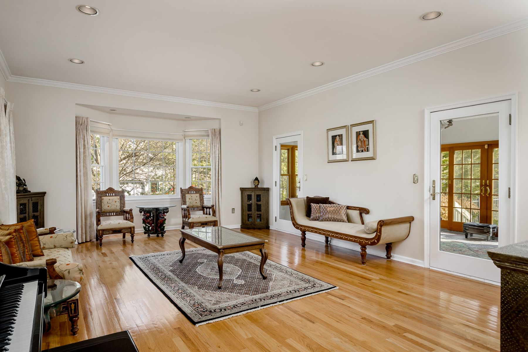 Additional photo for property listing at Offering an Attractive Lifestyle and absolutely Turn- Key 67 Red Oak Way, Belle Mead, New Jersey 08502 United States