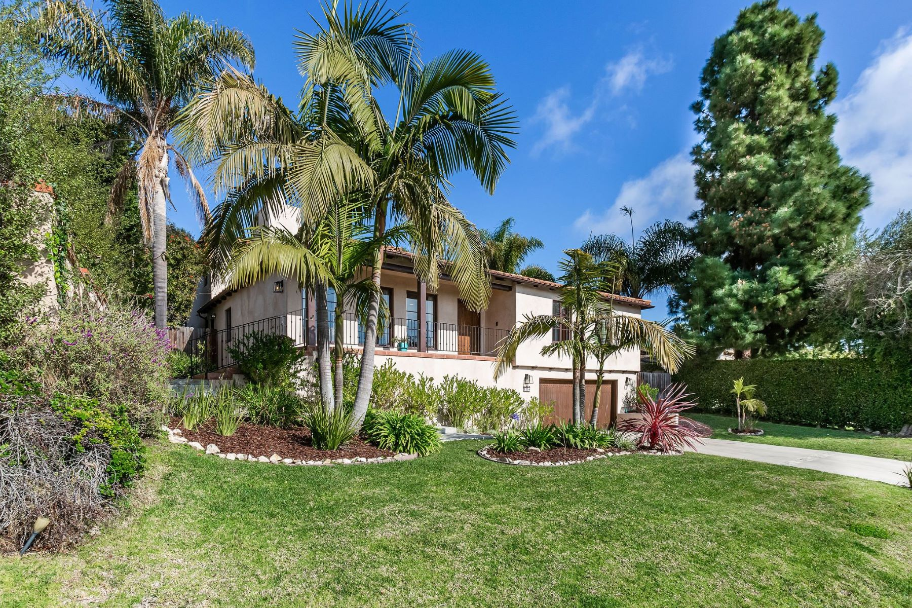 Single Family Homes for Sale at 2204 Vía Pacheco, Palos Verdes Estates, CA 90274 2204 Vía Pacheco Palos Verdes Estates, California 90274 United States