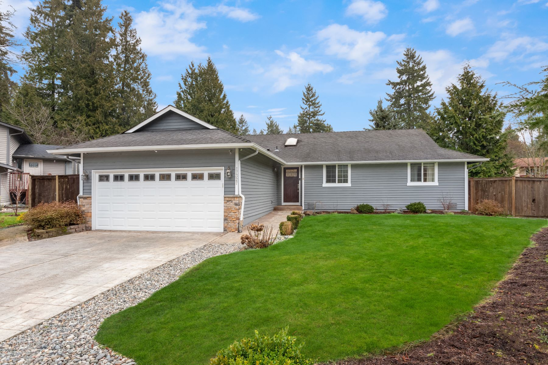 Single Family Homes 용 매매 에 17327 SE 18th Ave, Bothell, WA 98012 17327 SE 18th Ave Bothell, 워싱톤 98012 미국
