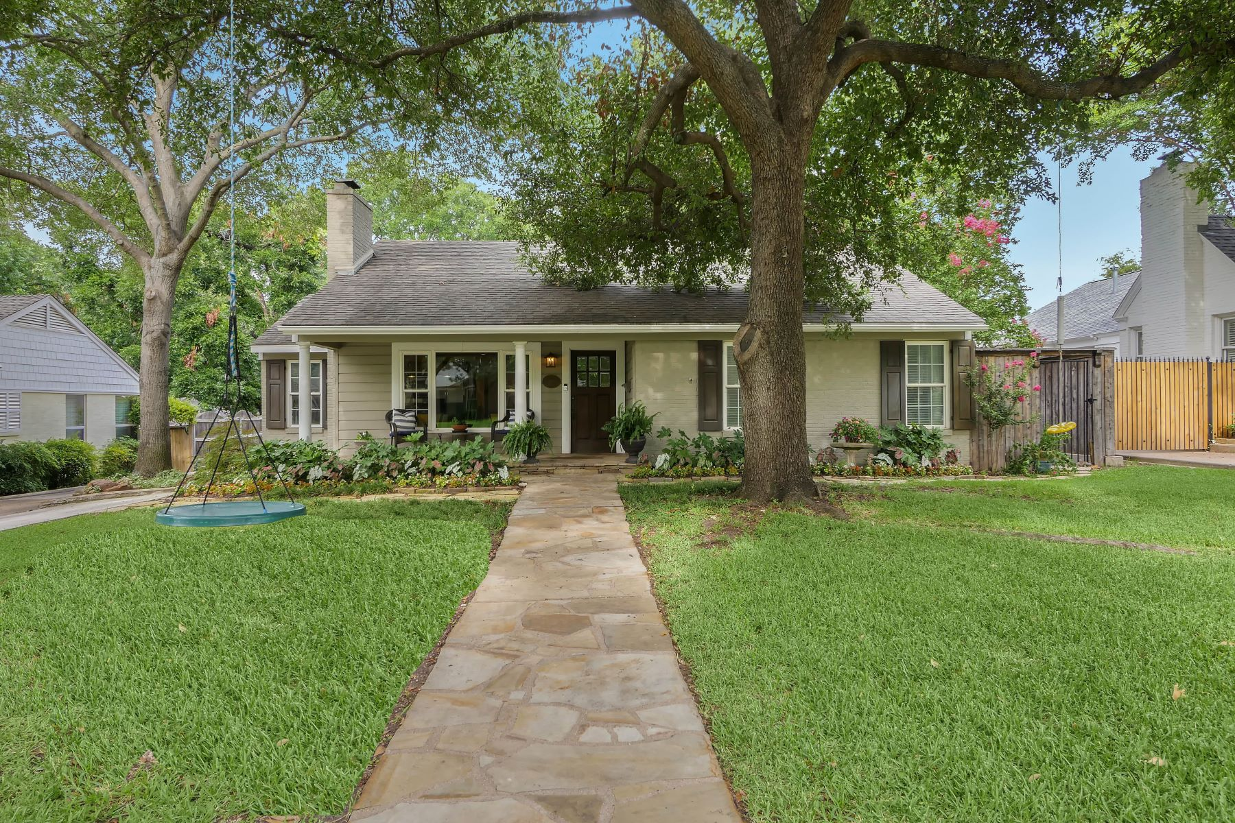 Single Family Homes for Sale at 2621 Boyd Avenue, Fort Worth, TX, 76109 2621 Boyd Avenue Fort Worth, Texas 76109 United States