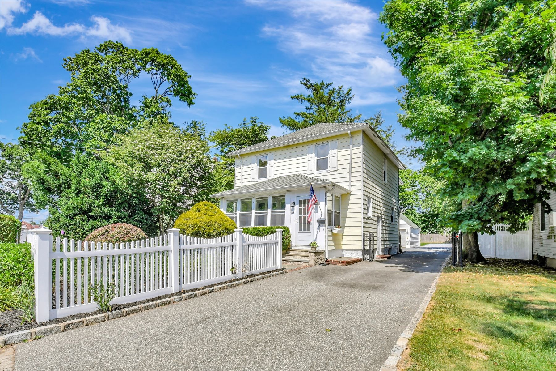 Single Family Homes for Sale at 122 Broadway, Greenlawn, Ny, 11740 122 122 Broadway Greenlawn, New York 11740 United States