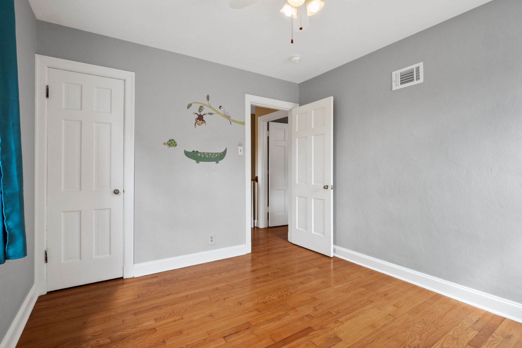 Additional photo for property listing at Richmond Heights Most Charming Home! 7545 Hiawatha Avenue Richmond Heights, Missouri 63117 United States