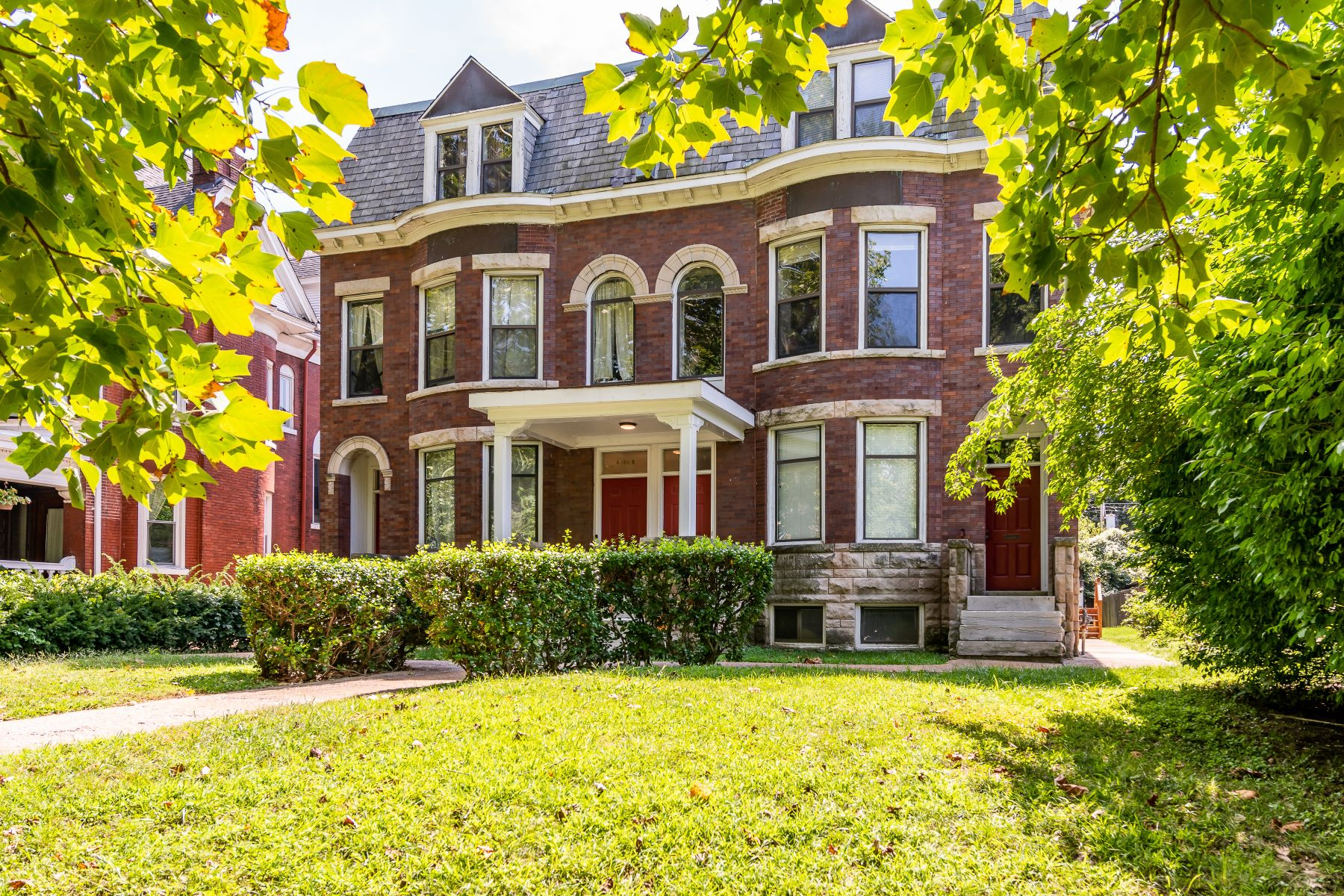 Condominiums for Sale at Renovated Townhouse in the Heart of the Central West End 4366 West Pine Boulevard #A St. Louis, Missouri 63108 United States