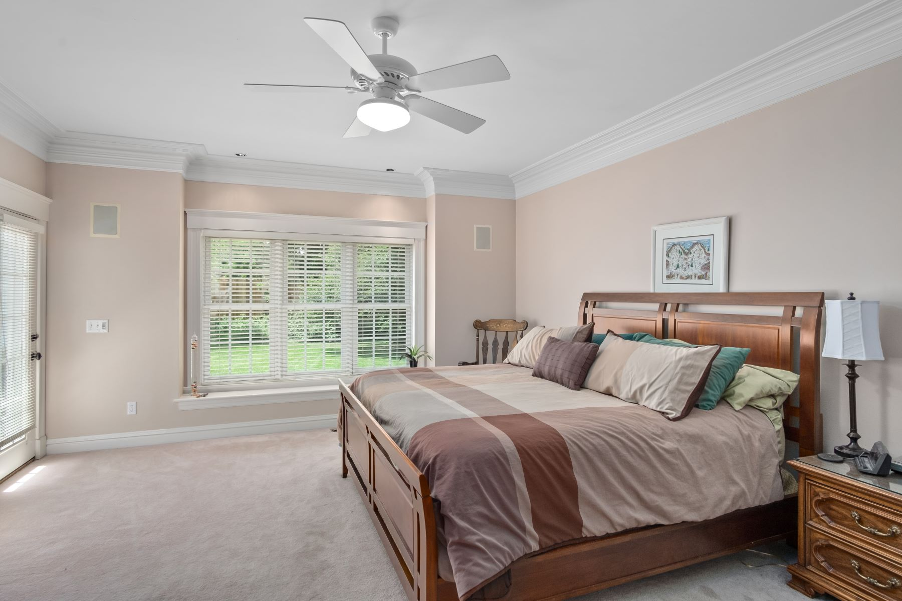 Additional photo for property listing at Stunning 1.5 Story in Ladue Schools 9018 Stonebridge Drive Richmond Heights, Missouri 63117 United States