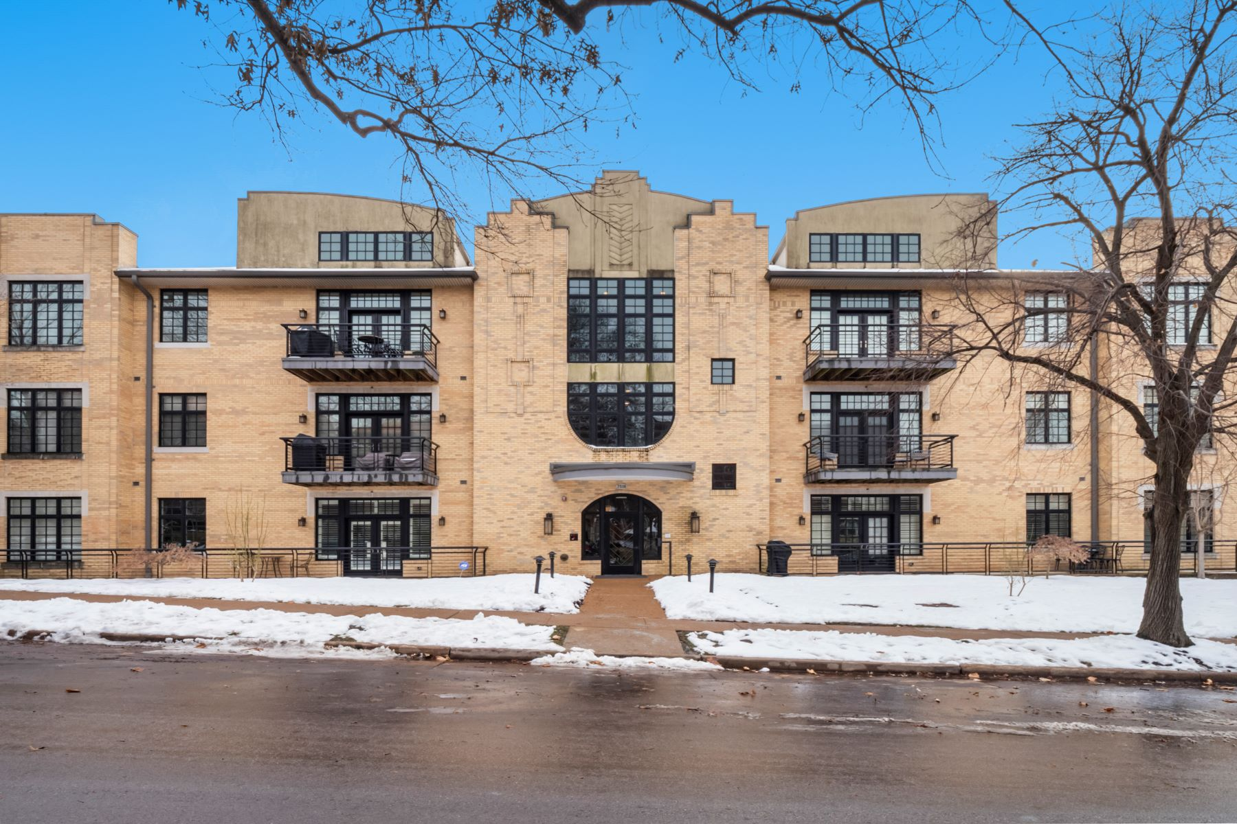 Condominiums for Sale at Clayton Condo Just Waiting for You 7518 Parkdale Avenue #102 Clayton, Missouri 63105 United States