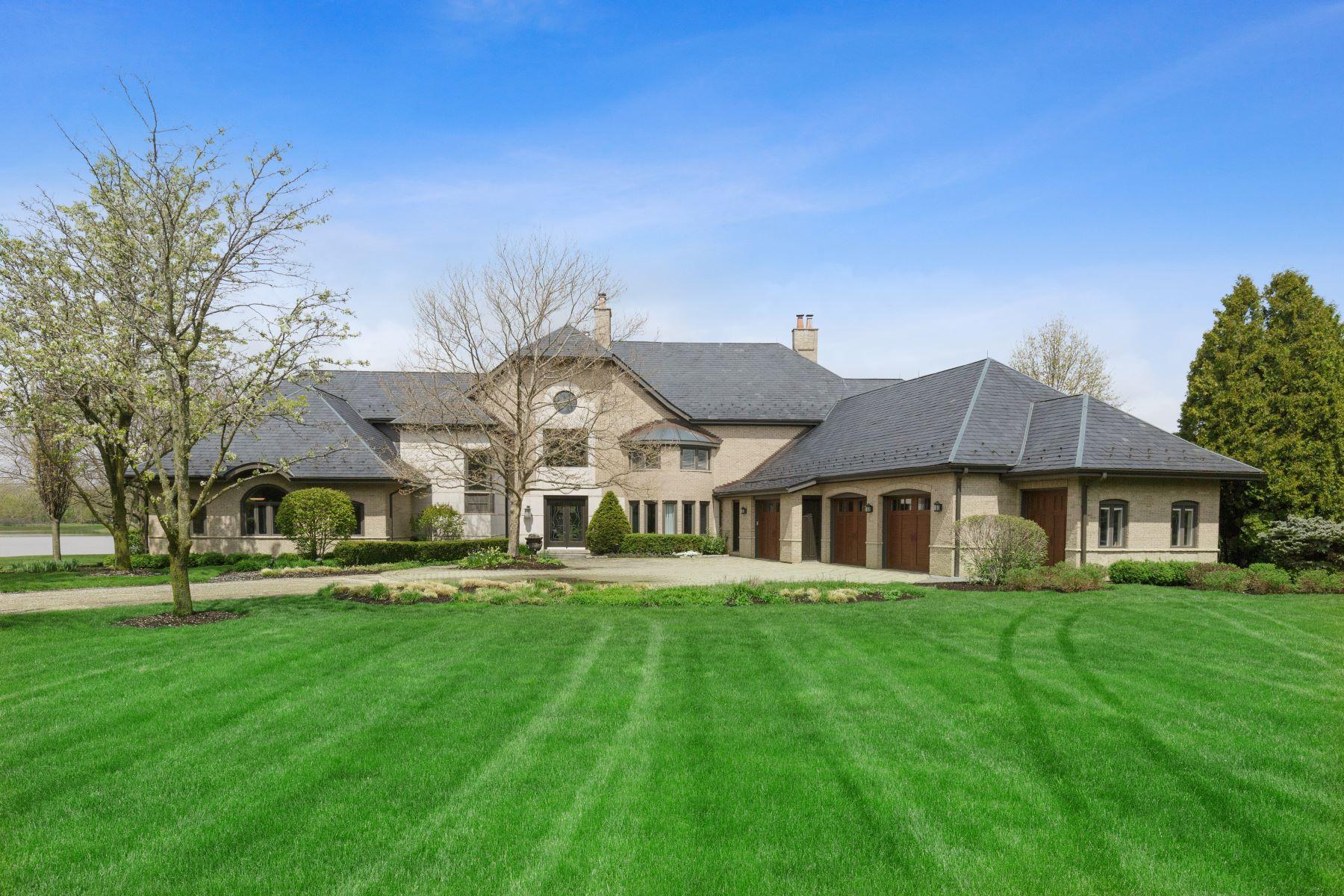 Single Family Homes para Venda às Unique Property 24 Clarington Way, North Barrington, Illinois 60010 Estados Unidos