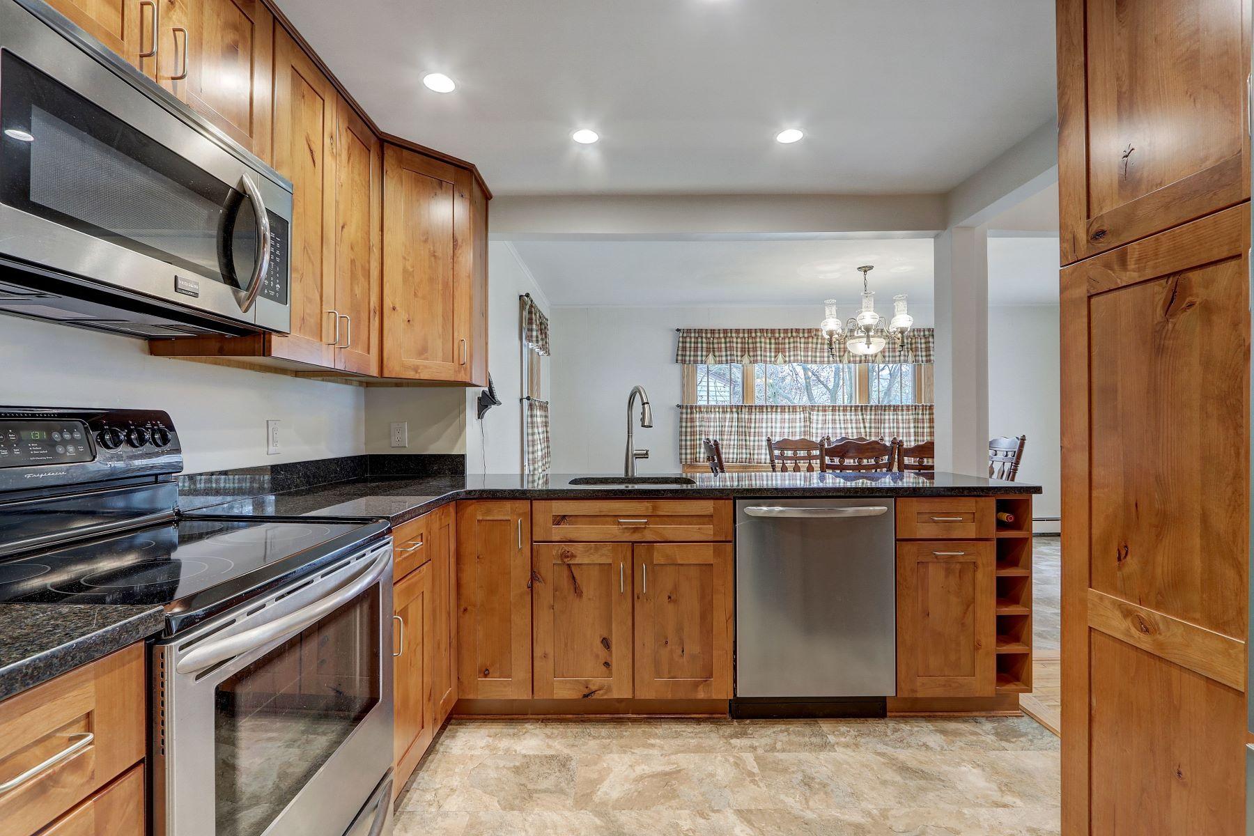 Single Family Homes 為 出售 在 12 Whitehall Ln, New Hyde Park, Ny, 11040 New Hyde Park, 纽约 11040 美國