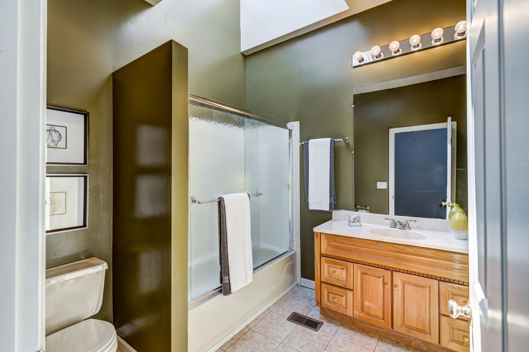 Additional photo for property listing at Updated and Walkable Central West End Condo 4364 West Pine Boulevard #A St. Louis, Missouri 63108 United States