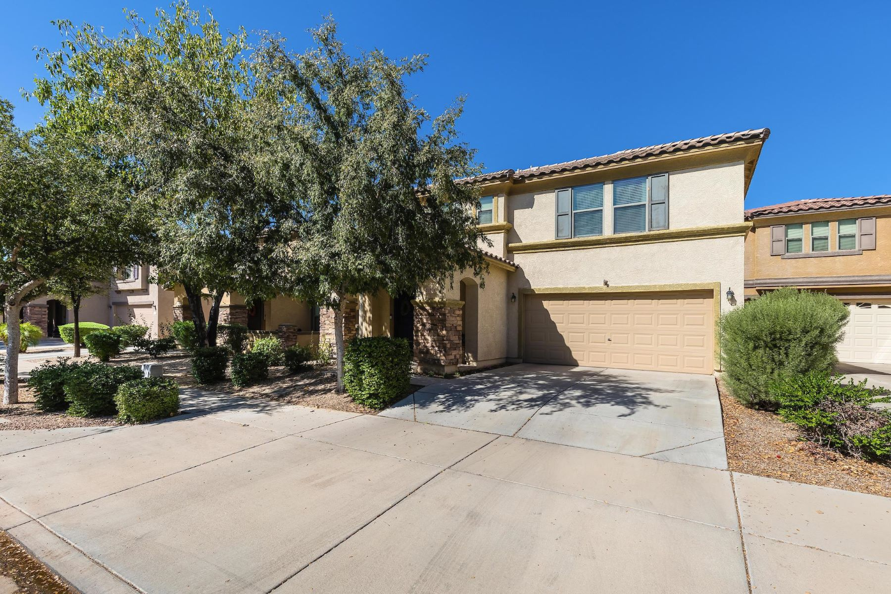 Single Family Homes for Sale at Del Rio Family Home 21116 East Munoz Street Queen Creek, Arizona 85142 United States