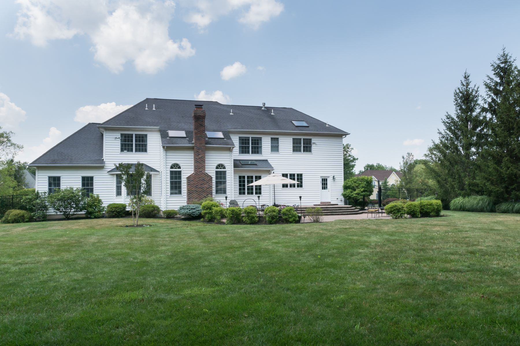 Additional photo for property listing at Hopewell Hunt Home Harmonizes Luxury and Warmth 12 Bailey Drive, Princeton, New Jersey 08540 United States