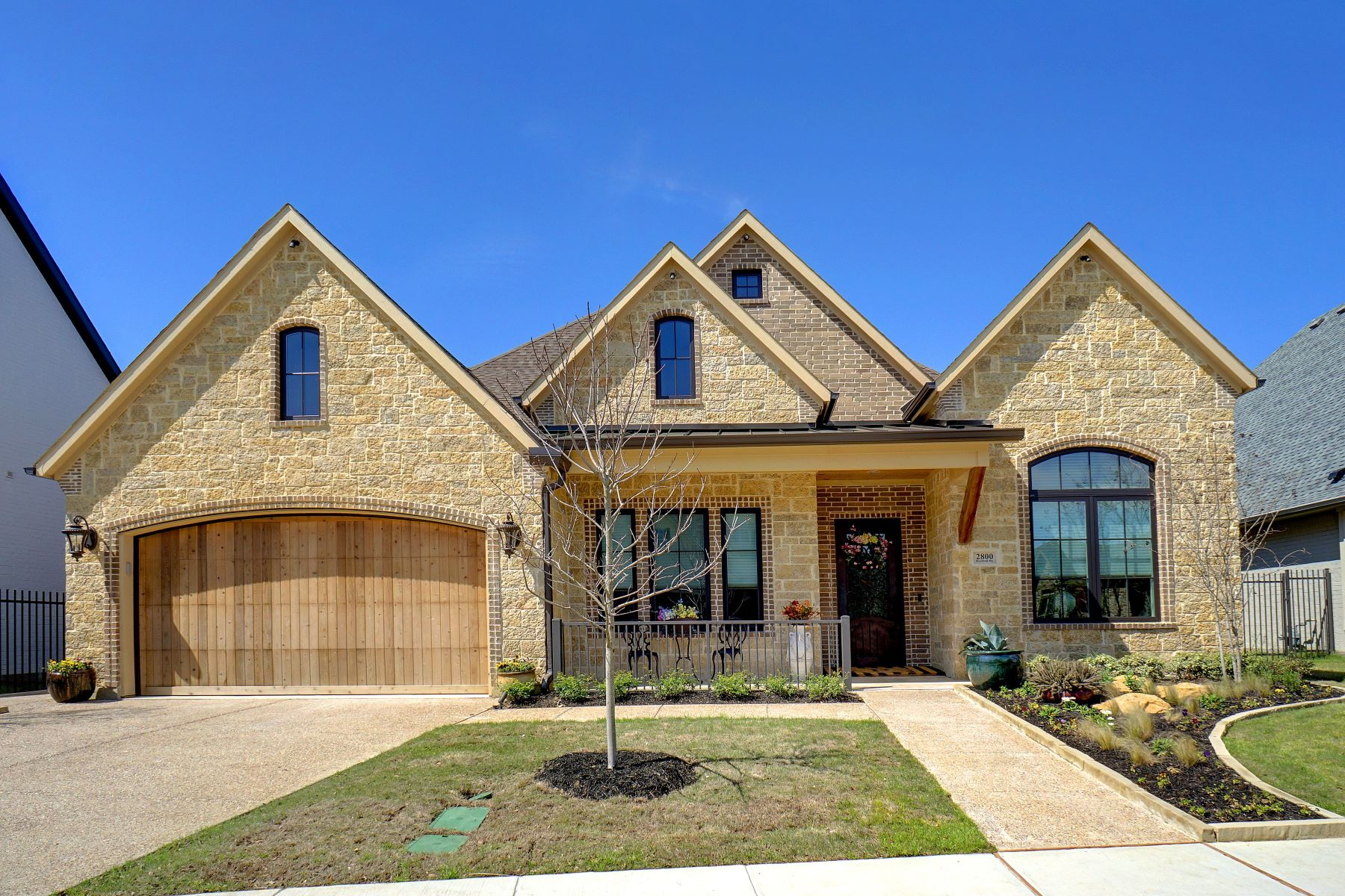 Single Family Homes for Sale at Gorgeous custom home in 55 + S. Village Watermere 2800 Riverbrook Way Southlake, Texas 76092 United States