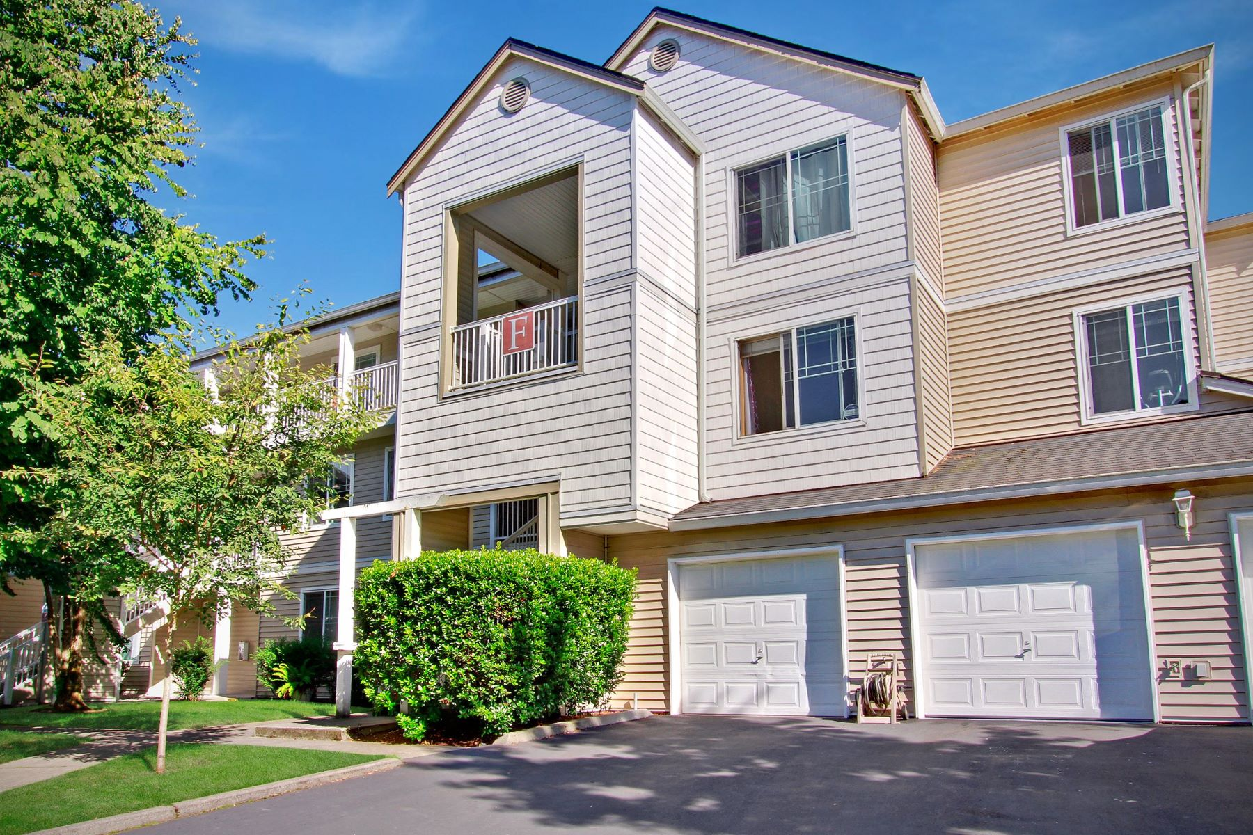 Condominiums for Sale at 2009 196th Street Southeast, Bothell, WA 98012 2009 196th St SE Unit #F105 Bothell, Washington 98012 United States
