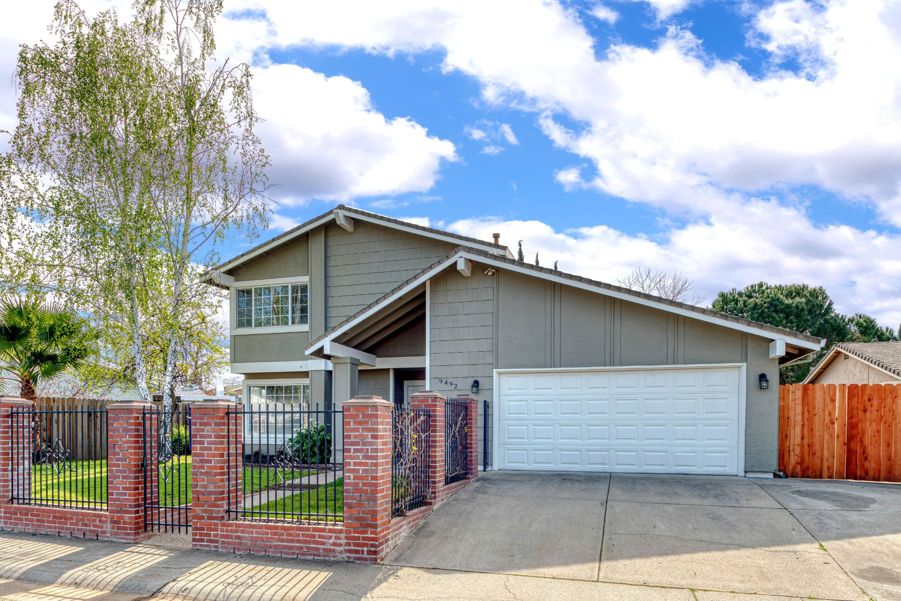 Single Family Homes for Sale at 9492 Roseport Way, Sacramento, CA 95826 9492 Roseport Way Sacramento, California 95826 United States