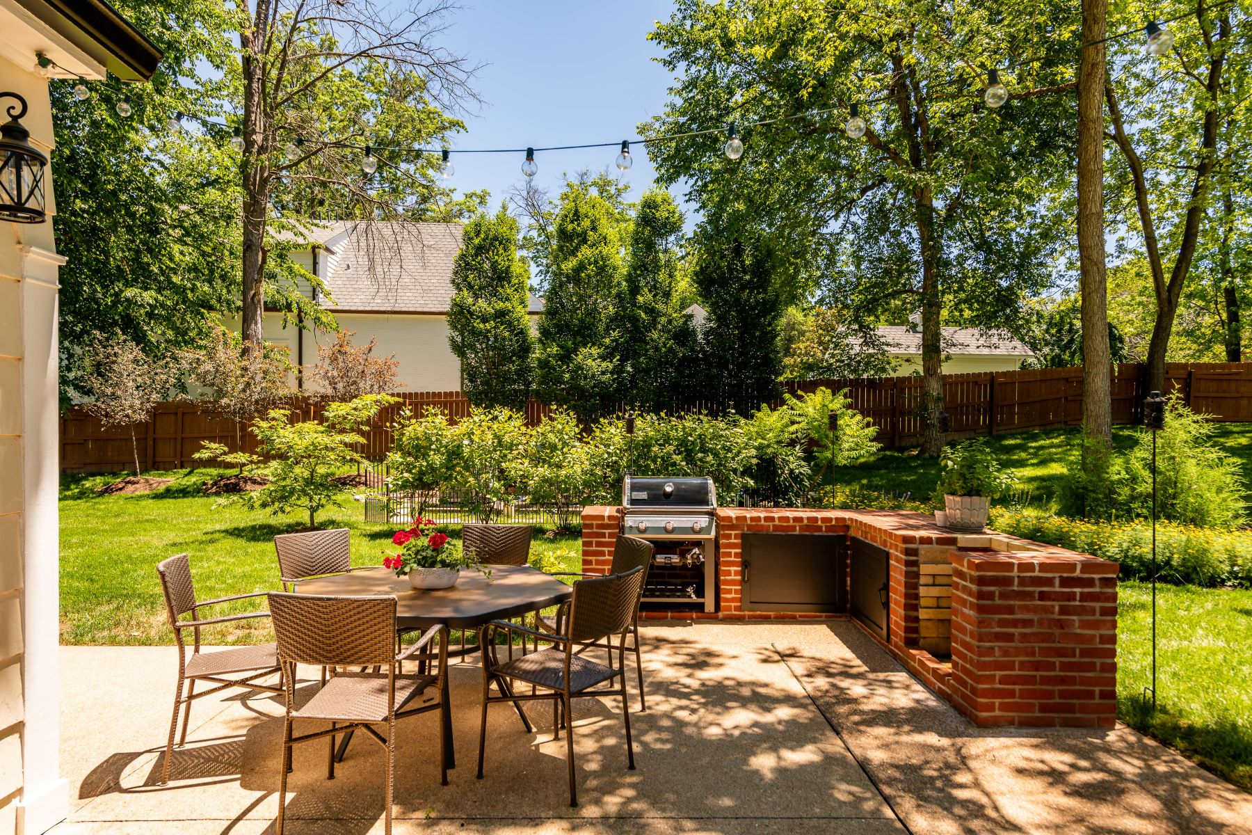 Additional photo for property listing at Stylish Ladue Home in the Popular Clermont Neighborhood. 34 Clermont Lane Ladue, Missouri 63124 United States