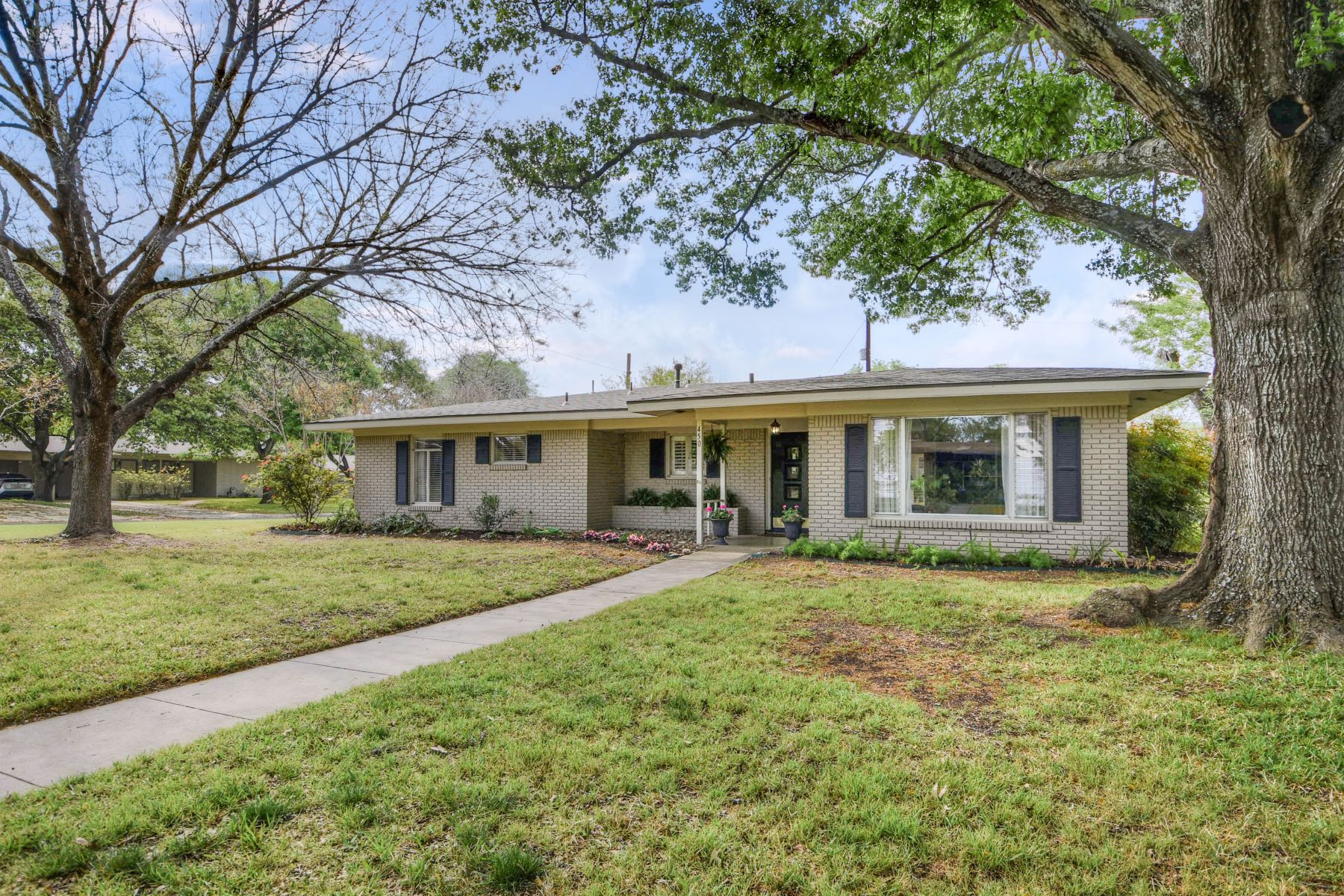 Single Family Home for Sale at Ranch Home in Northwood 450 Tophill Road San Antonio, Texas 78209 United States