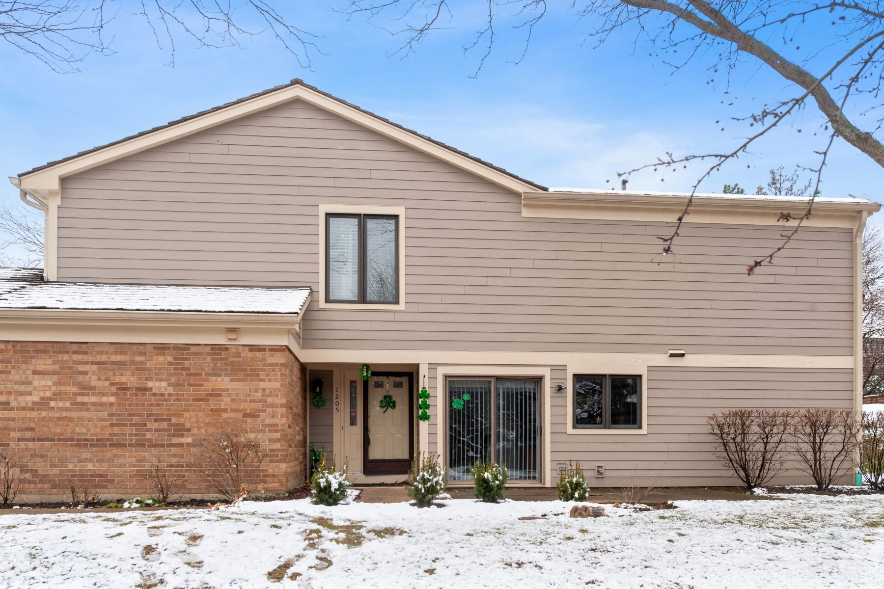 Single Family Homes for Active at Sunny And Bright End Unit 1205 Flamingo Parkway Libertyville, Illinois 60048 United States