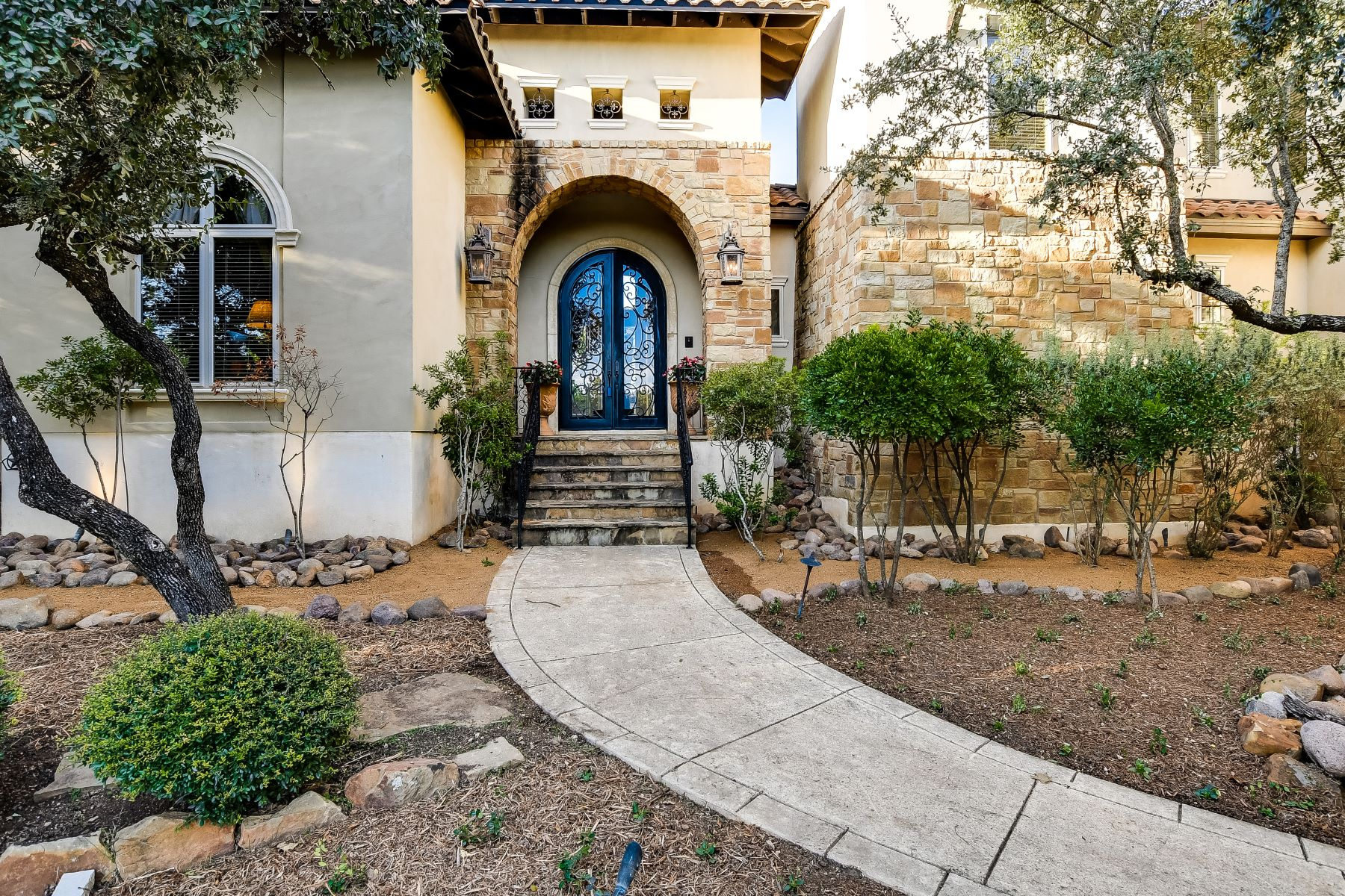 Single Family Homes for Active at Stunning Home in Anaqua Springs Ranch 11215 Caliza Bluff Boerne, Texas 78006 United States