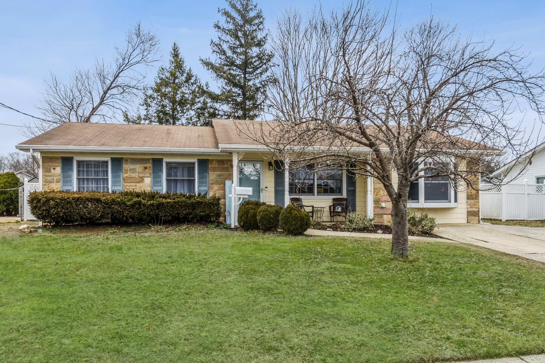 Single Family Homes for Sale at Sweetness and Light in Monroe's Mill Lake Manor 13 Grand Boulevard, Monroe Township, New Jersey 08831 United States