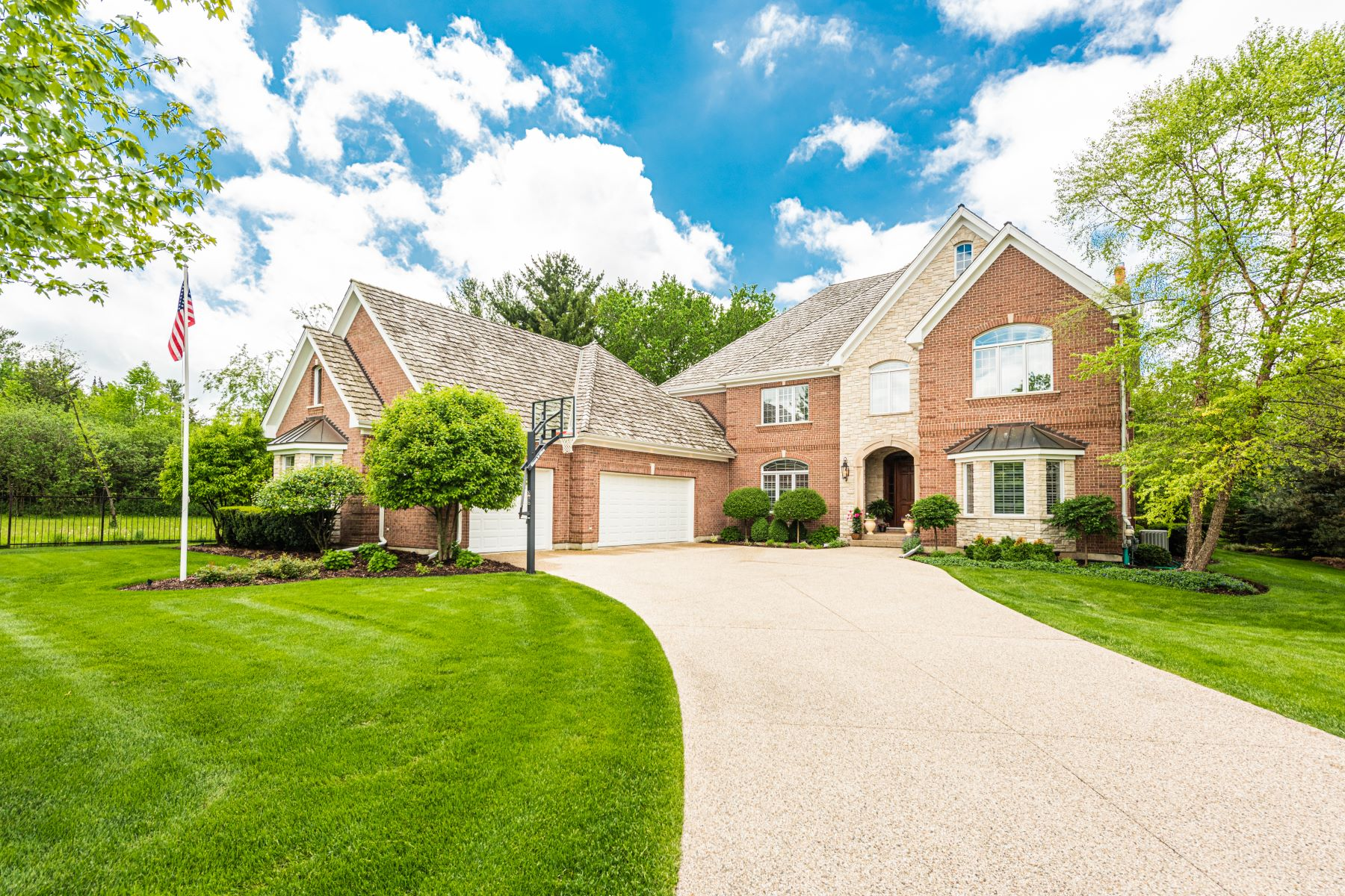 Single Family Homes for Sale at The Perfect Home Located In the Gated Community of Wynstone 44 Haversham Lane North Barrington, Illinois 60010 United States