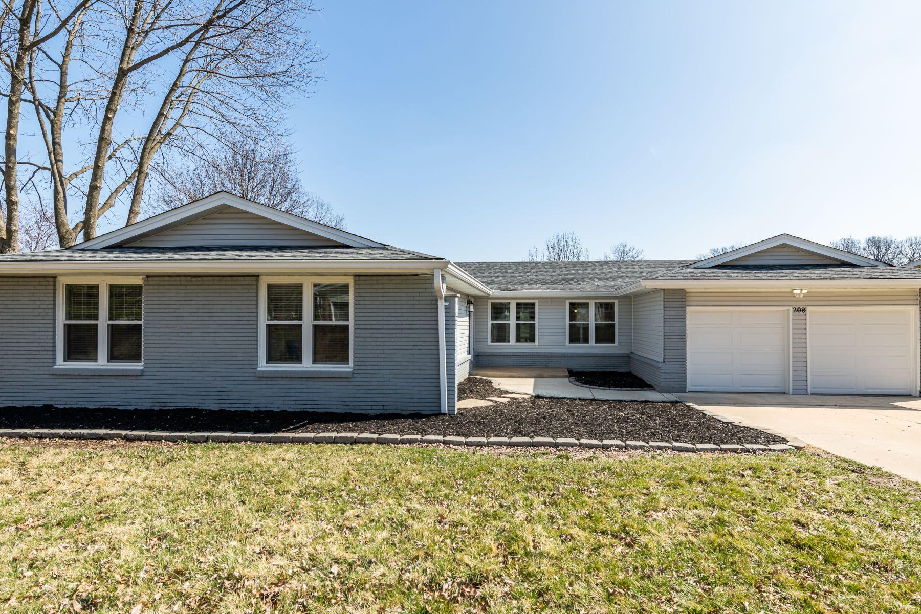 Single Family Homes für Verkauf beim Sophisticated Living in Ballwin! 208 Spooners Mill Drive, Ballwin, Missouri 63011 Vereinigte Staaten