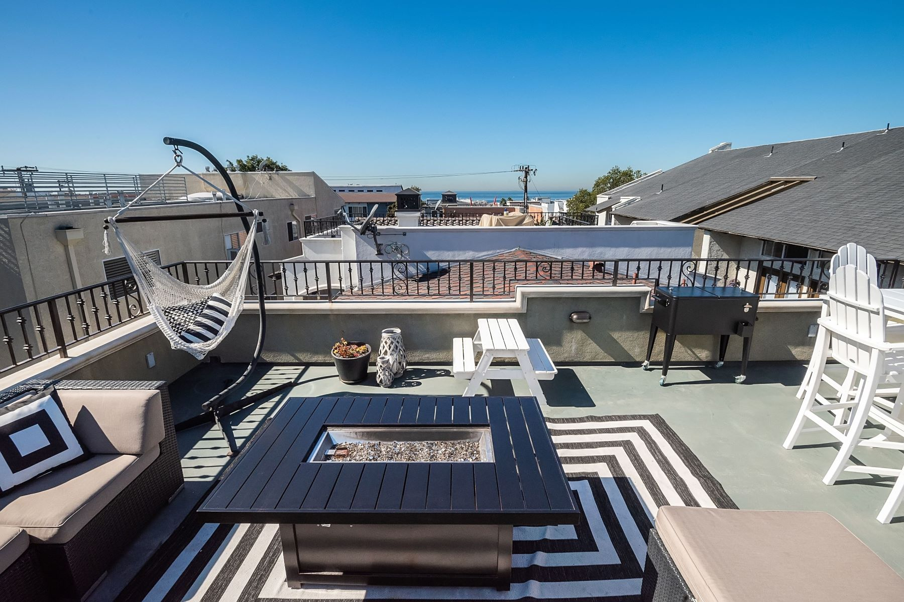 townhouses for Sale at 162 Monterey Boulevard, Hermosa Beach, CA 90254 162 Monterey Boulevard Hermosa Beach, California 90254 United States