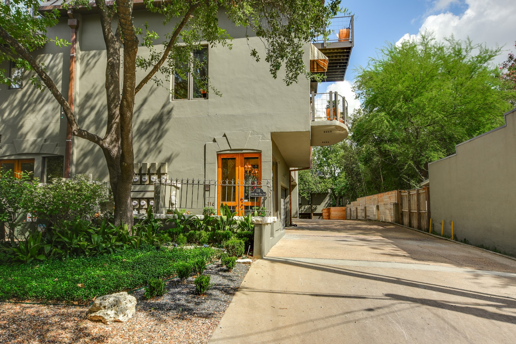 Additional photo for property listing at Stunning De Saligny Condominium 1111 West 12th 116 Austin, Texas 78703 United States