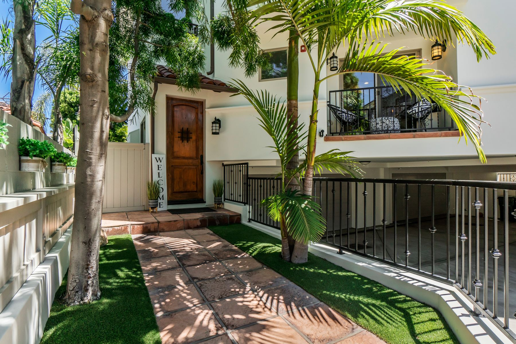 townhouses for Active at 1126 Laurel Avenue, Manhattan Beach, CA 90266 1126 Laurel Avenue Manhattan Beach, California 90266 United States