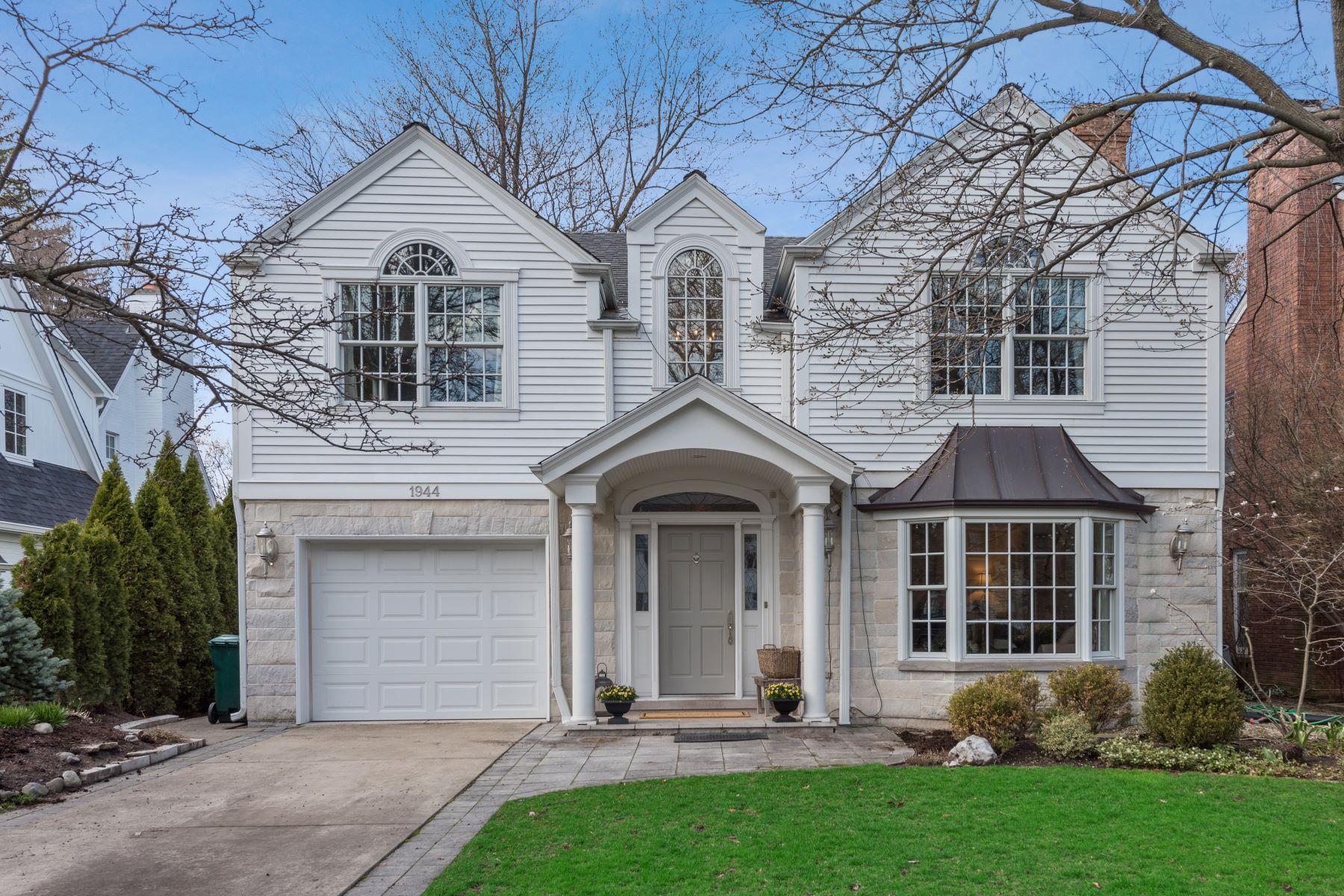 Частный односемейный дом для того Продажа на Stunning Classic Colonial 1944 Chestnut Avenue Wilmette, Иллинойс 60091 Соединенные Штаты