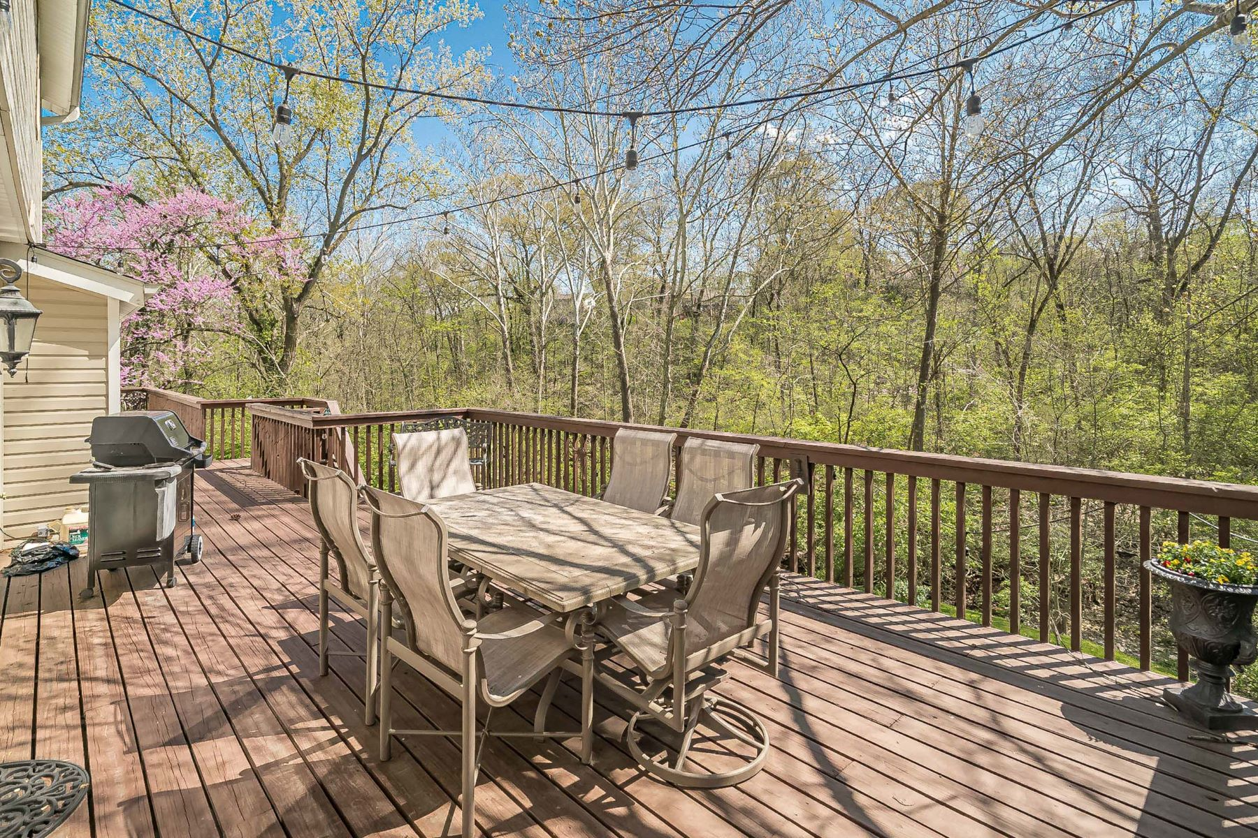 Additional photo for property listing at Shenandoah Charmer in the Heart of Chesterfield 1295 Hidden Oak Drive Chesterfield, Missouri 63017 United States