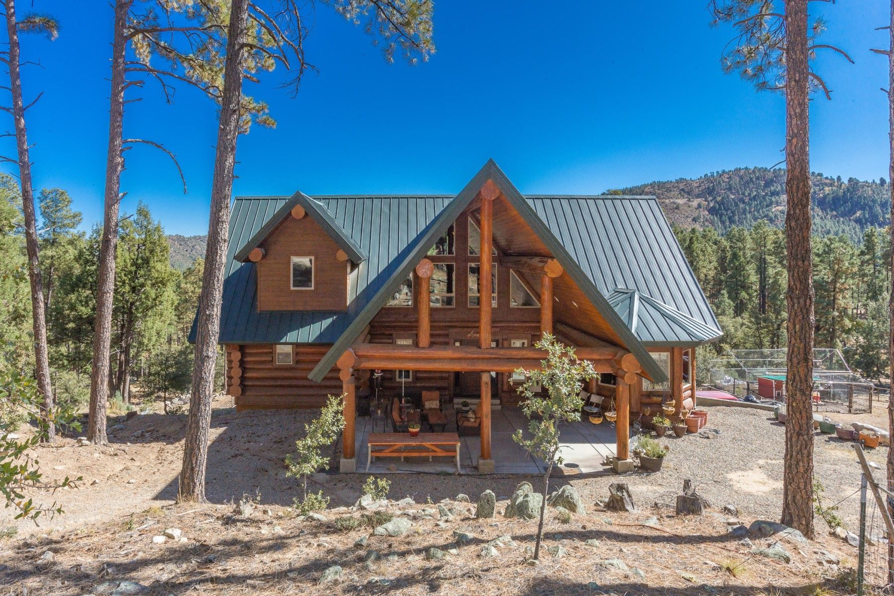 Single Family Homes for Sale at Stunning Canadian Log Cabin 5975 S Morning Star Lane Prescott, Arizona 86303 United States