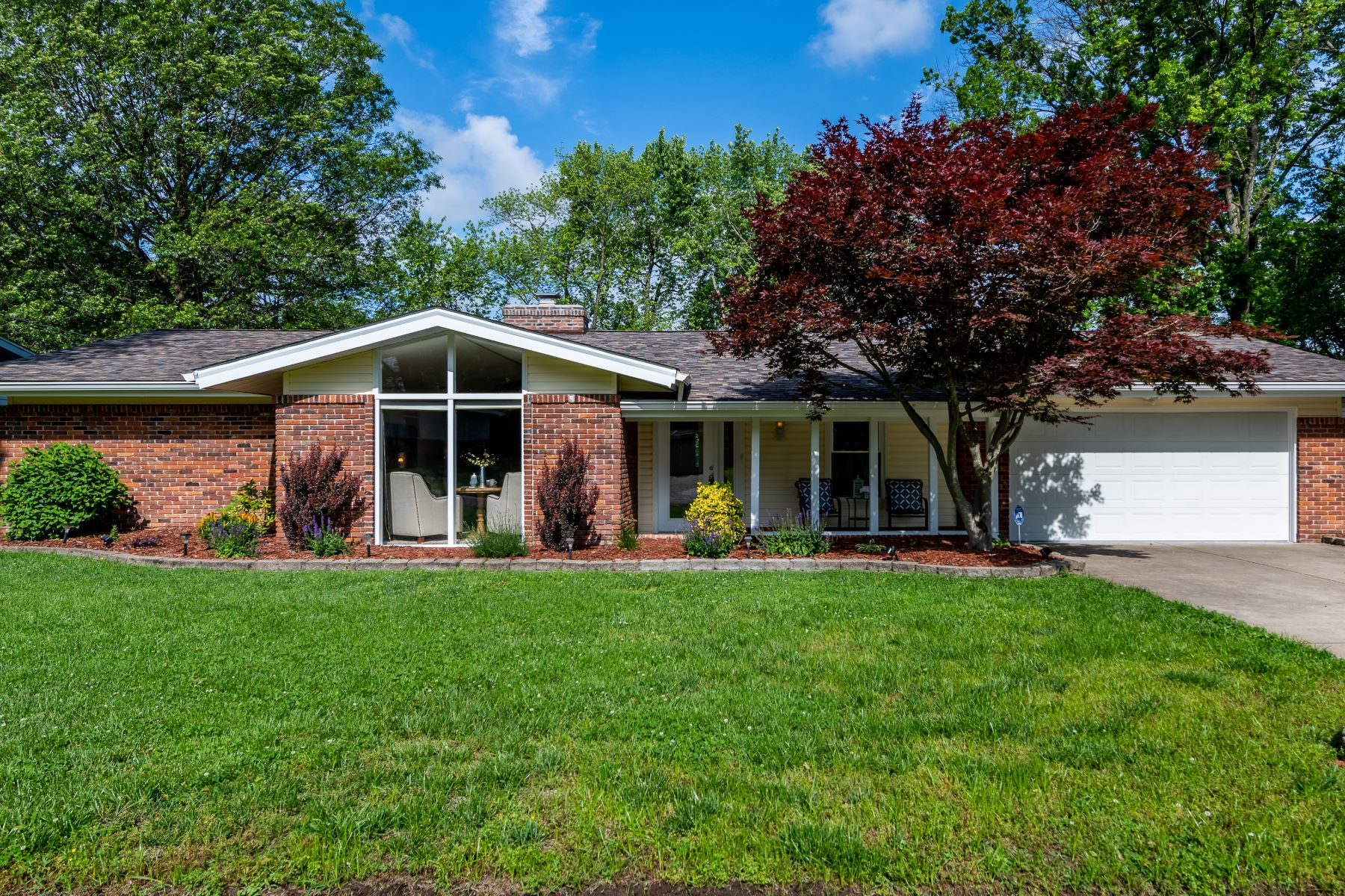 Single Family Homes for Sale at Ranch living at it's finest! 1539 Rathford Drive St. Louis, Missouri 63146 United States