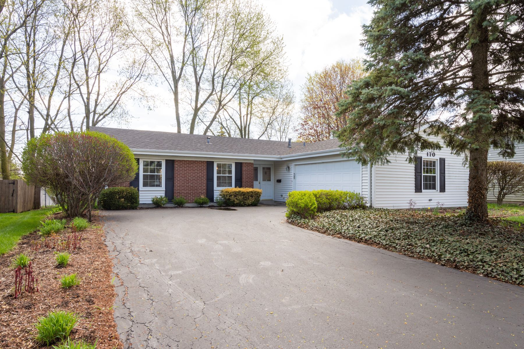 Single Family Home for Active at Fixer Upper Alert! 170 Red Bridge Road Lake Zurich, Illinois 60047 United States