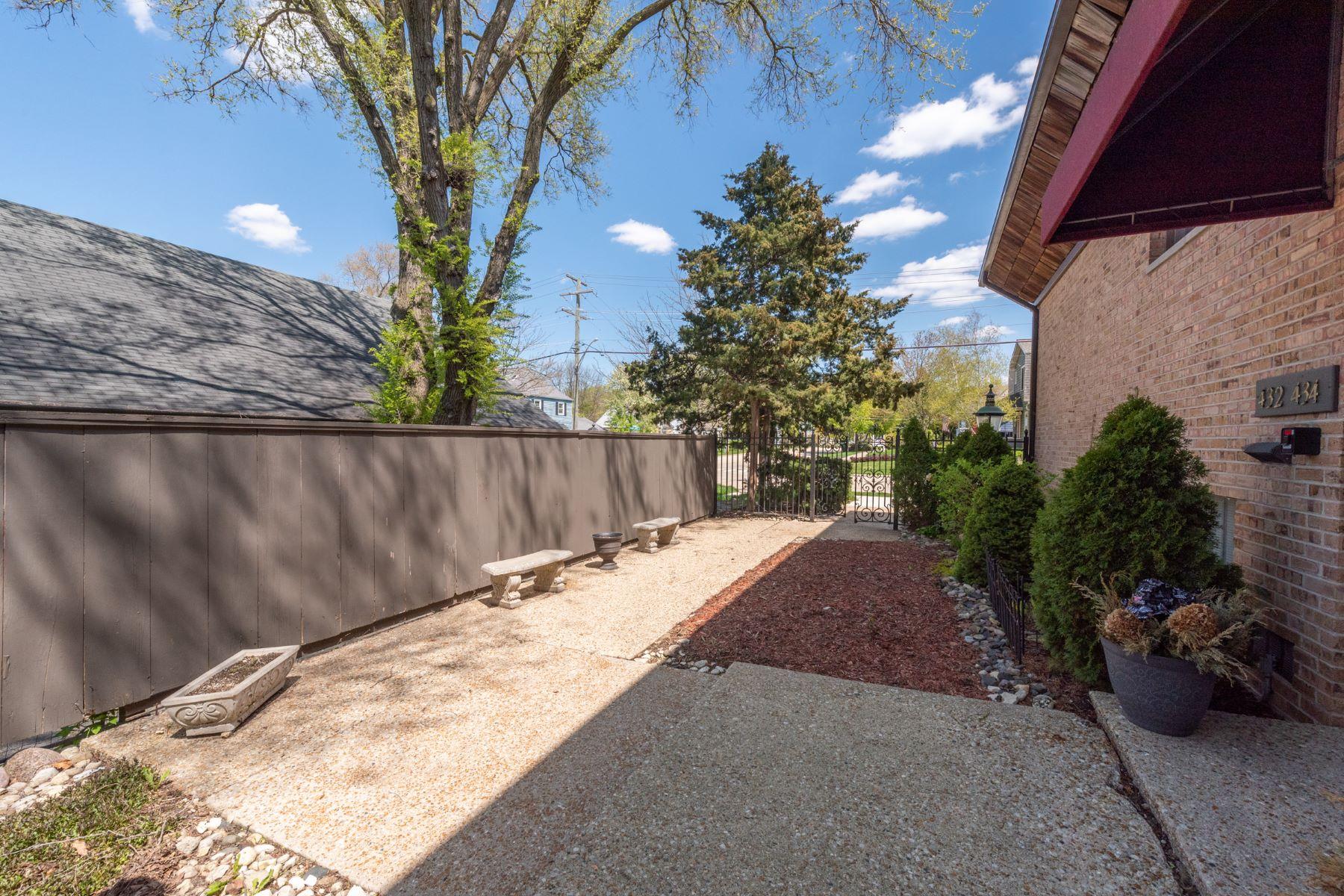 Single Family Homes για την Πώληση στο Upgraded Top Floor Condo in the Village of Barrington 438 Lageschulte Street Unit 3 Barrington, Ιλινοϊσ 60010 Ηνωμένες Πολιτείες