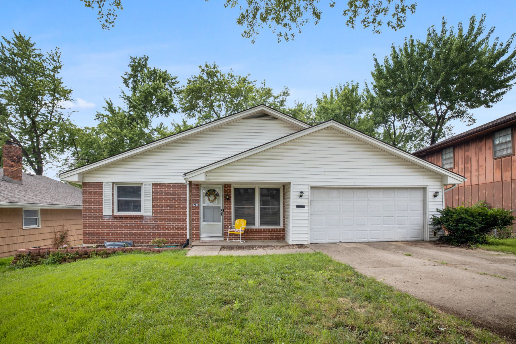 Single Family Homes for Sale at Move-in ready ranch 9230 Main Street Kansas City, Missouri 64114 United States