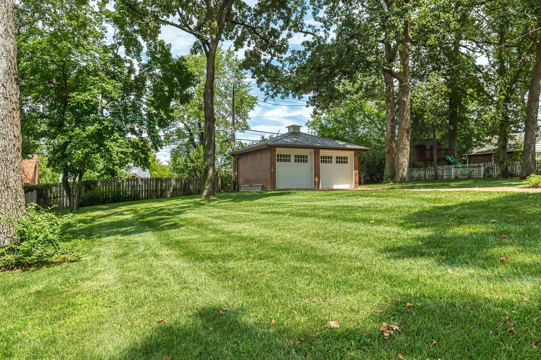 Additional photo for property listing at A Beautiful University City Renovation by Period Restoration 7149 Lindell Boulevard University City, Missouri 63130 United States
