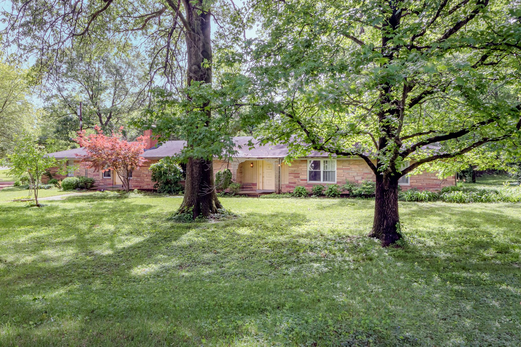 Additional photo for property listing at Renovate or Build Your Future Dream Home 12 Westfield Lane St. Louis, Missouri 63131 United States