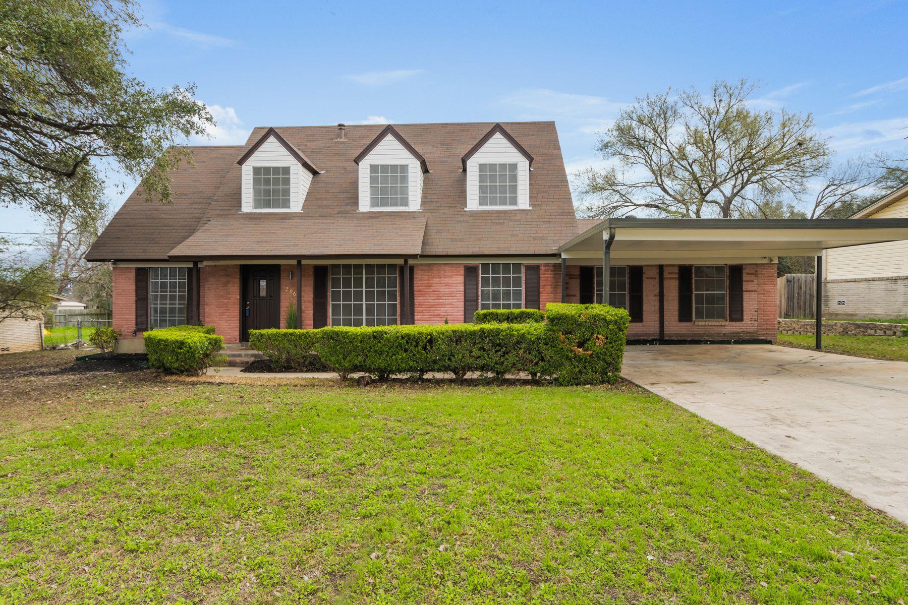 단독 가정 주택 용 매매 에 Stunning Remodeled Home 206 Faith Drive, San Antonio, 텍사스, 78228 미국