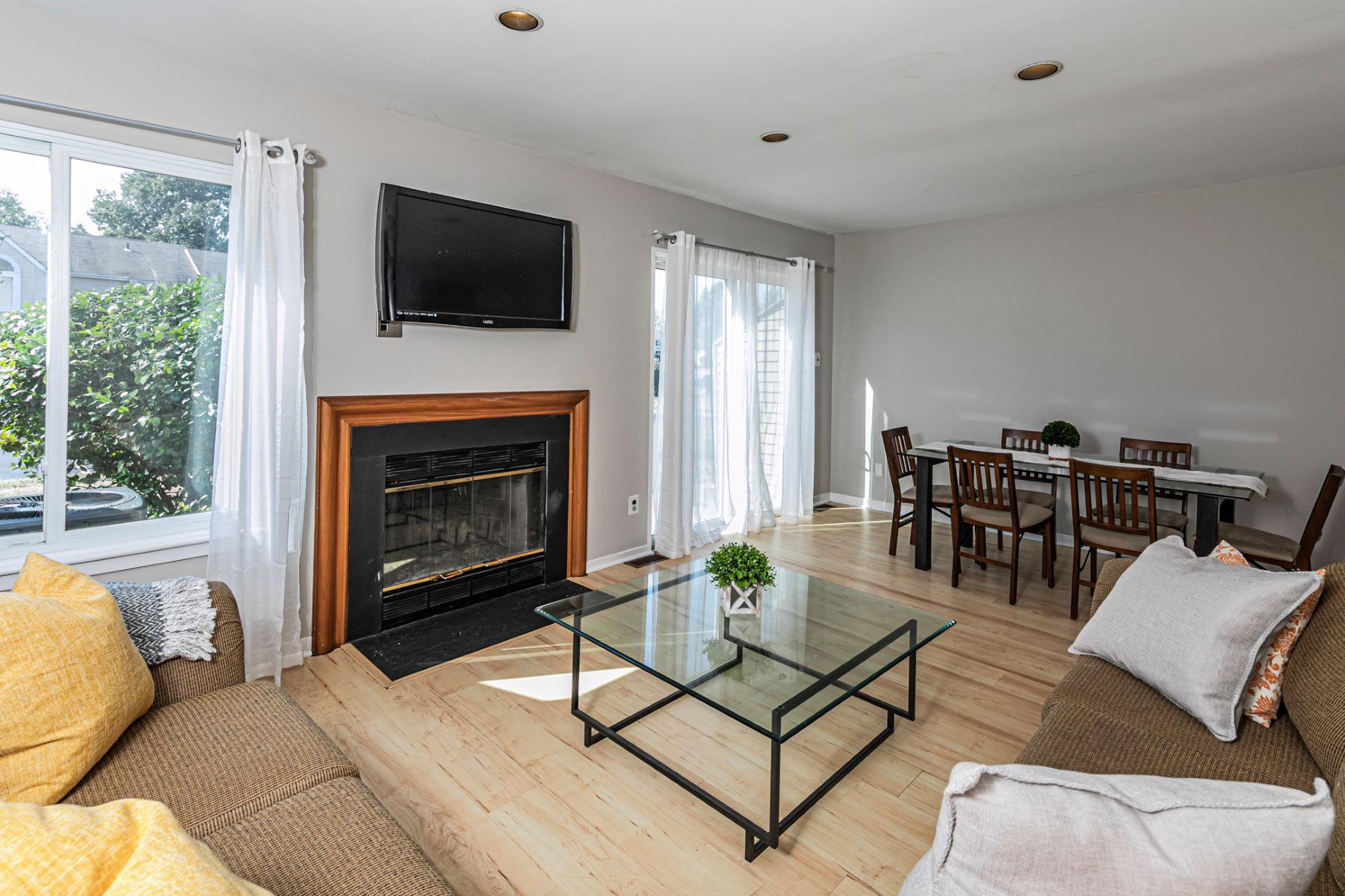 Additional photo for property listing at Convenient Huntington Park Townhome 128 Longacre Court, Hillsborough, ニュージャージー 08844 アメリカ