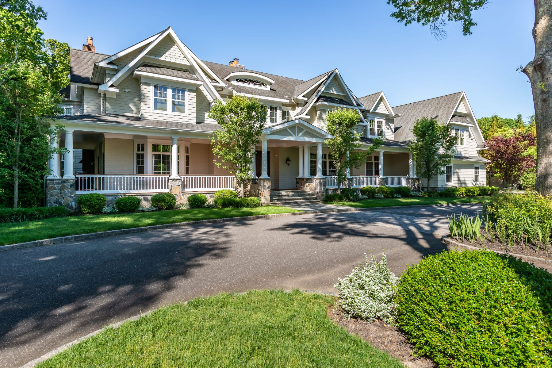 Single Family Homes for Sale at Muttontown 543 Hunter Lane Muttontown, New York 11771 United States