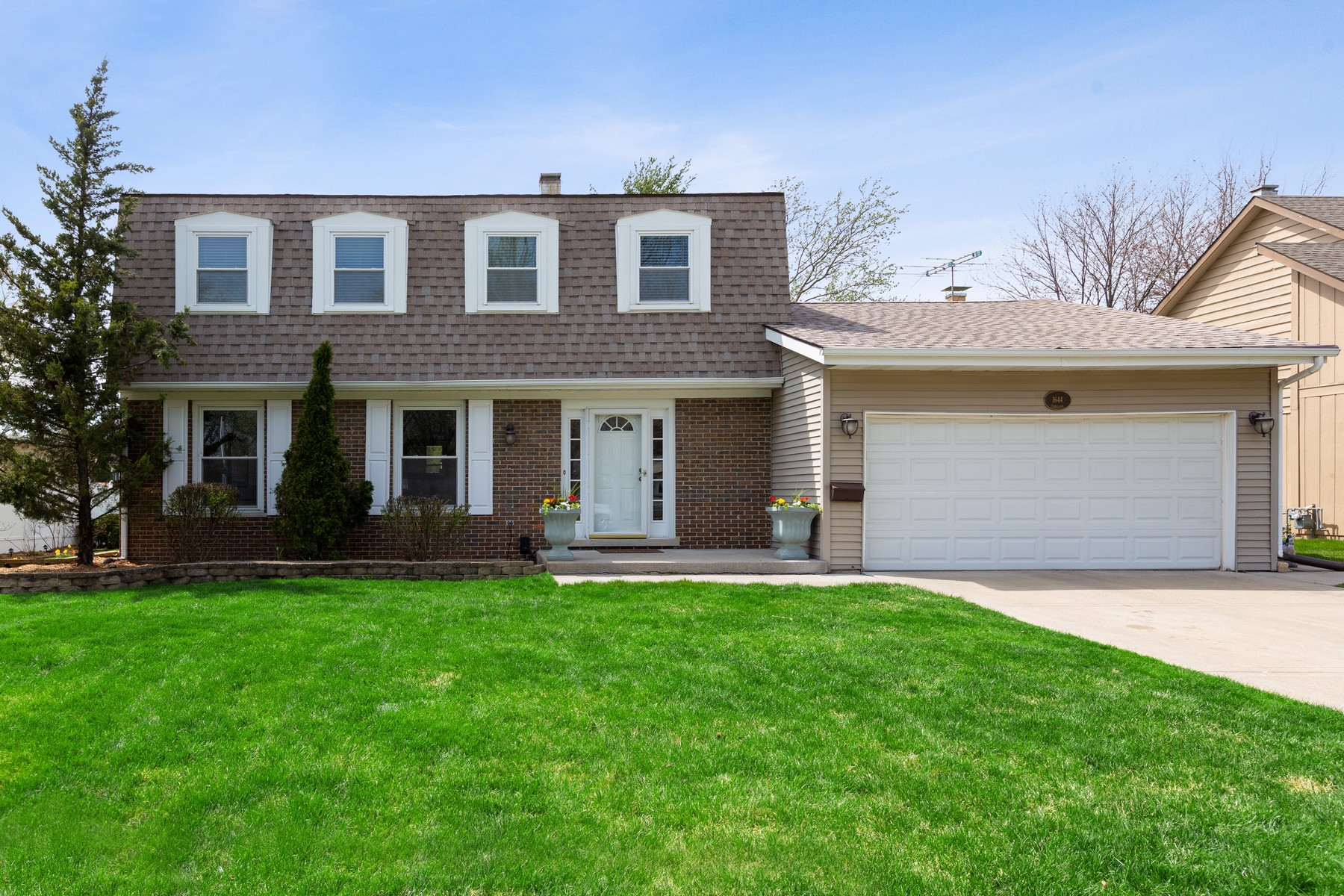 Single Family Home for Active at Everything A Family Could Wish For! 1644 S Lorraine Road Wheaton, Illinois 60189 United States