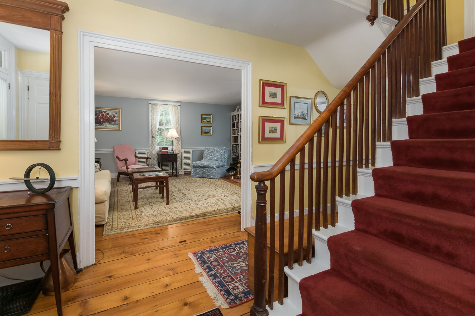 Additional photo for property listing at Historic Home Just As Alluring As Its Little Town 11 Buttonwood Street, Crosswicks, New Jersey 08515 Verenigde Staten