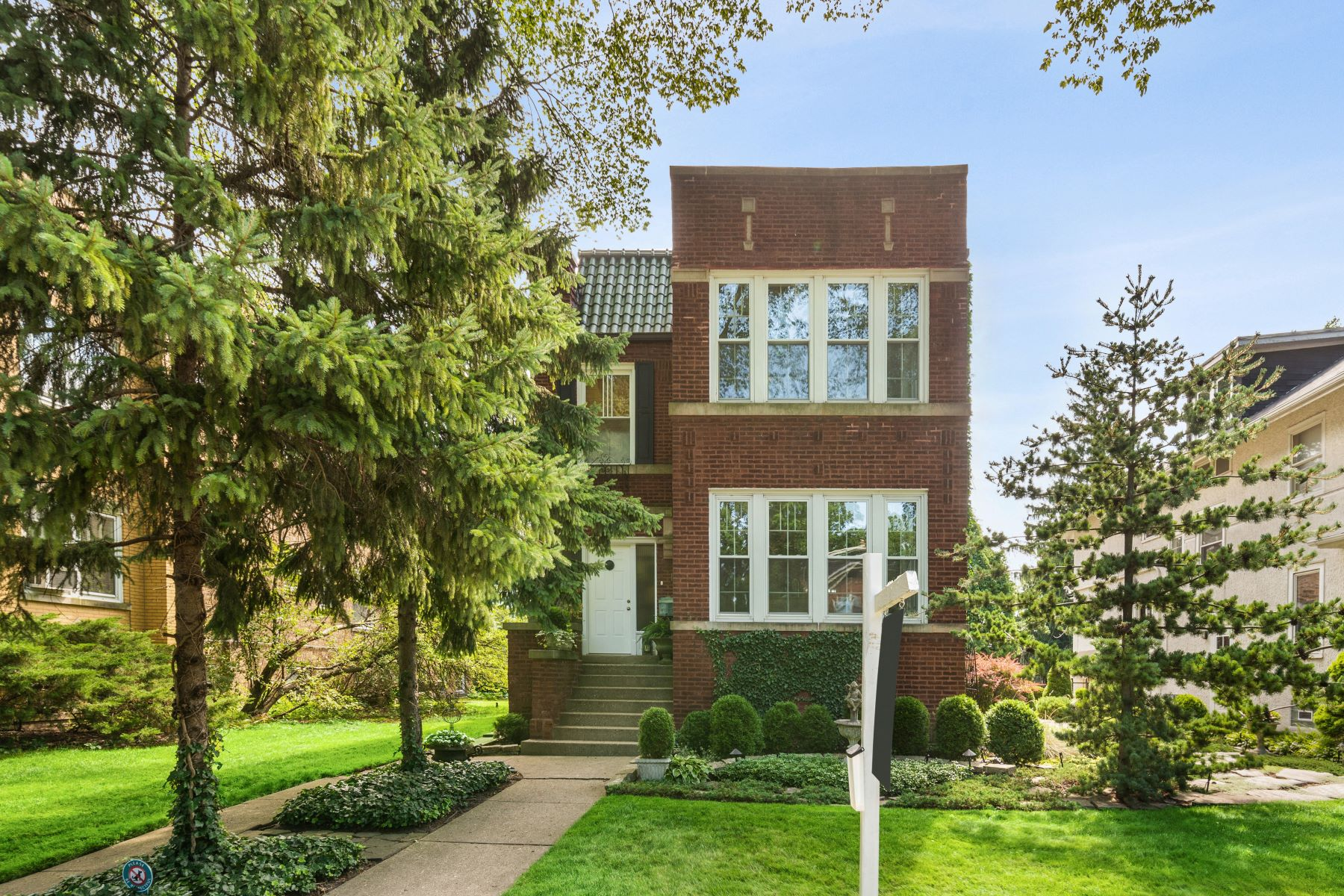 Single Family Homes para Venda às Gorgeous 2 story Home 2751 Eastwood Avenue, Evanston, Illinois 60201 Estados Unidos