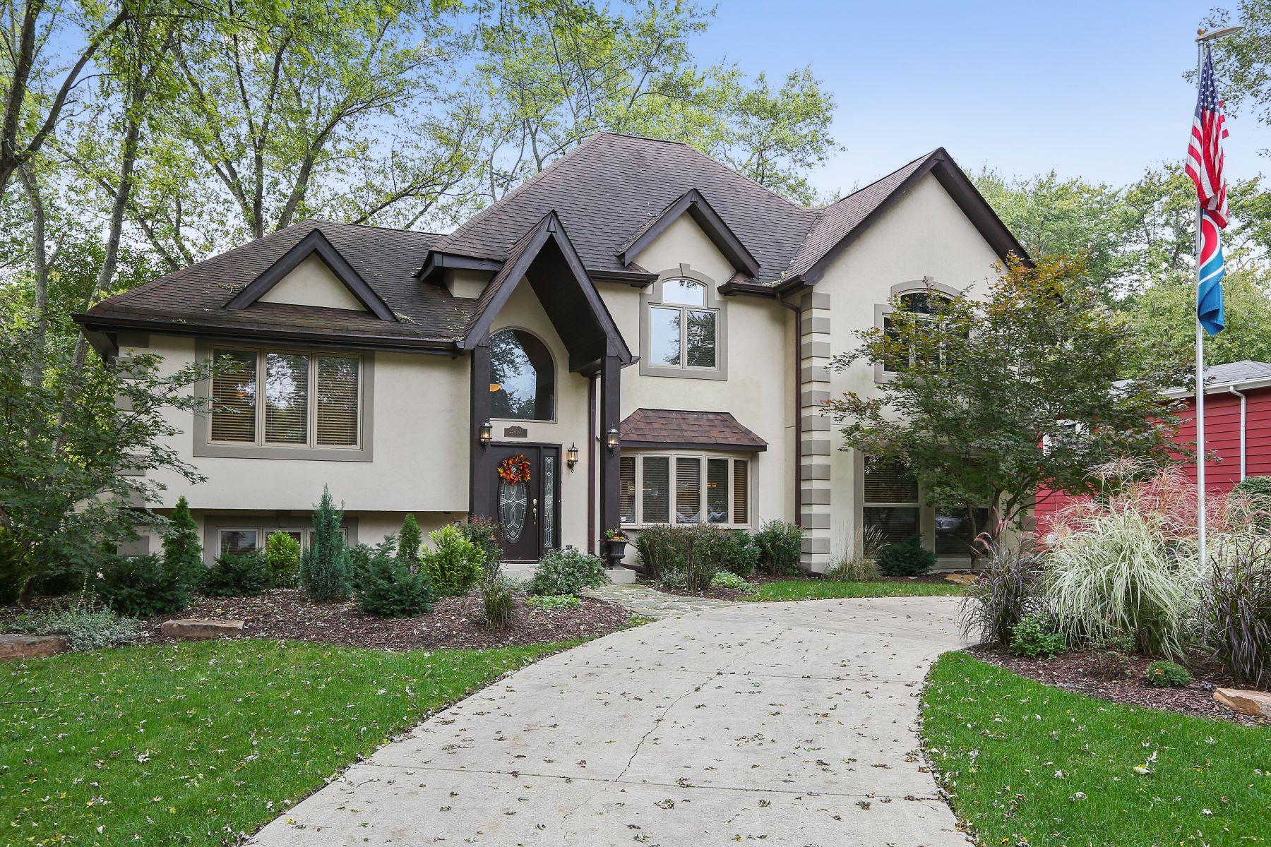 Single Family Homes för Försäljning vid Stunning 2003 rebuild 22W531 Balsam Drive, Glen Ellyn, Illinois 60137 Förenta staterna