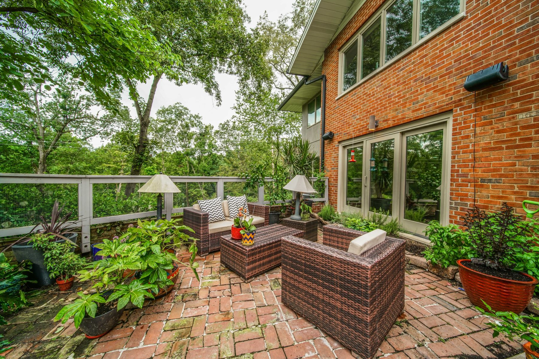 Additional photo for property listing at Mid-Century Gem in the heart of Ladue 30 Oak Bend Court Ladue, Missouri 63124 United States