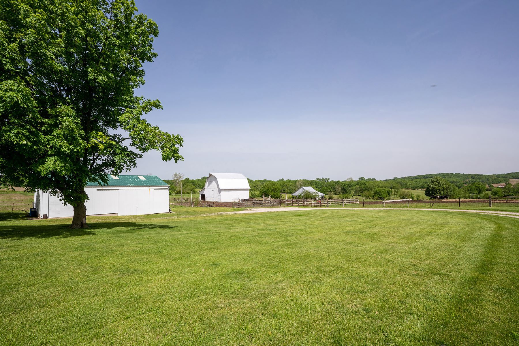Additional photo for property listing at Iconic 1920s Home on Scenic Property 1995 Highway B Elsberry, Missouri 63343 United States